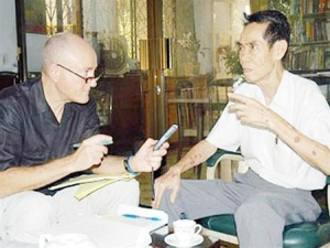 Professor Larry Berman and General Pham Xuan An. — Photo tienphong