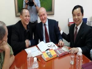 Các đối tác ký kết thỏa thuận hợp tác làm phim về Điệp viên hoàn hảo