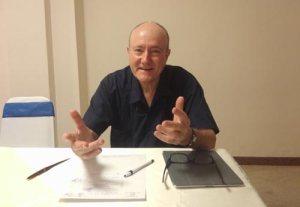 GS. Larry Berman trao đổi với Thanh Niên tại khách sạn Continental
